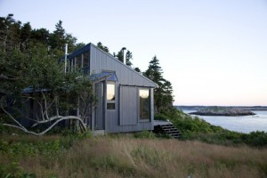 18-casa mica ecologica 51 mp asezata pe malul marii