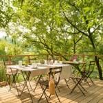 18-loc de luat masa pe terasa casei din ferma ecologica tip pensiune graines et ficelle coasta de azur franta