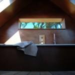 19-baie moderna minimalista finisata in nuante de maro arhitect Franklin Azzi