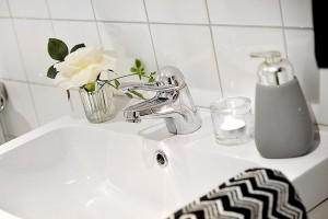 19-lavoar alb din ceramica baie finisata in alb si gri