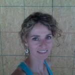 2-Cara Brookins in 2008in timpul constructiei casei din lemn in regie proprie