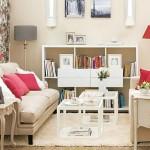 2-amenajare living mic in alb si crem cu accente rosii si gri