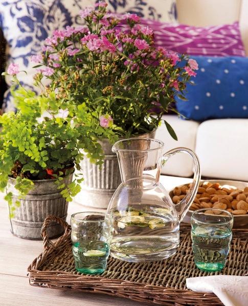 2-aranjament decorativ masa flori in galeti de tabla si tava impletita