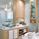 2-baie moderna amenajata in bleu deschis alb si dotata cu mobila din furnir de fag