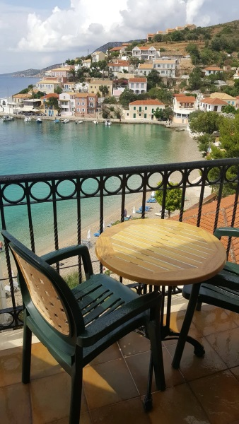2-balcon cu vedere spre plaja si golful satului Asos insula Kefalonia