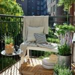 2-balcon mic de apartament cu pardoseala placata cu dusumea din lemn