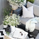 2-balcon mic decorat in alb si negru