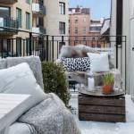2-balcon mic si cochet accesorizat cu textile calduroase pentru serile reci de toamna