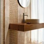 2-brau vertical faianta cu imprimeu decor zona oglinda baie