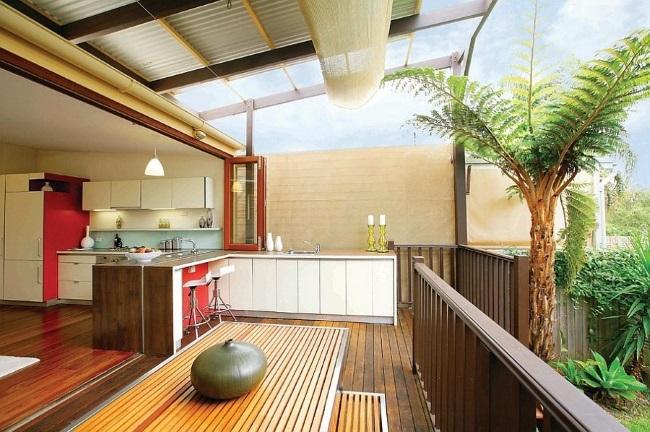 2-bucatarie de vara pe terasa casei amenajata in continuarea bucatariei din interior