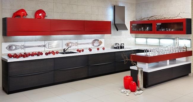 2-bucatarie moderna amenajata si decorata in rosu negru si alb