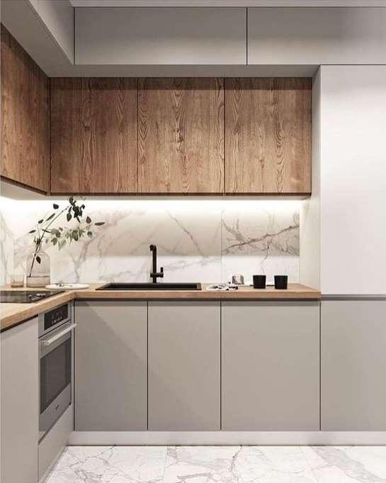 2-bucatarie-moderna-mobila-gri-cald-combinatie-lemn-marmura