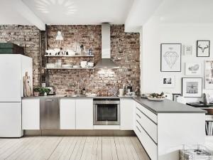 2-bucatarie moderna open space mobila alba perete placat cu caramida