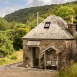 2-cabana intima din piatra naturala asezata in padure