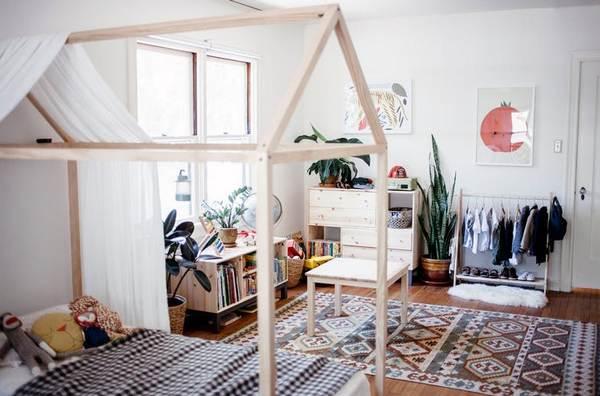 Camere Montessoriane : 2 camera copil minimalista simpla si organizata conform principii