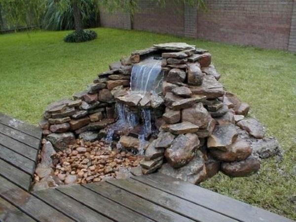 cascada de gradina construita din piatra naturala