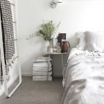 2-culori-deschise-folosite-in-amenajarea-unui-dormitor-mic