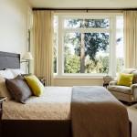 2-culori deschise si mici pete de culoare in amenajarea unui dormitor relaxant
