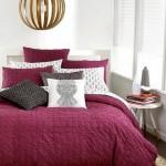 2-dormitor alb cu lenjerie de pat in culoarea anului 2015 Marsala
