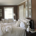 2-dormitor amenajat in maro si alb