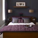 2-dormitor decorat in gri inchis si violet accente maro