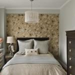 2-dormitor mic amenajat stil neoclasic cu perete de accent tapet cu imprimeu floral