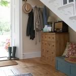 2-exemplu amenajare hol cu accente vintage cu comoda cu sertare s bancuta