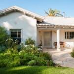 2-exterior casa batraneasca moshav israel renovata