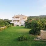 2-exterior casa tragere la sorti insula Aegina Grecia