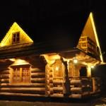 2-exterior casuta din barne de lemn noaptea