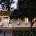 2-exterior casuta veche din lemn 50 metri patrati renovata cu acoperis ecologic din muschi iarba si ferigi