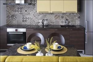 2-faianta decorativa bicolora perete bucatarie