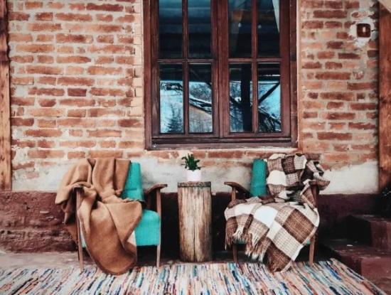 fotolii relaxare prispa casa veche restaurata