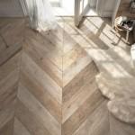 2-gresie-ce-imita-lemnul-in-placarea-pardoselii-unui-dormitor