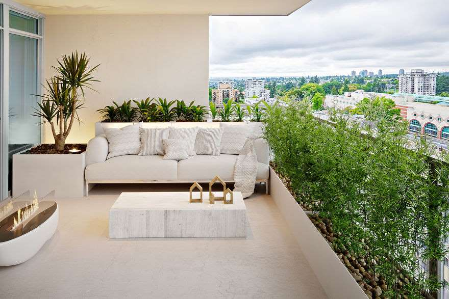 2-idee-amenajare-gradina-stil-minimalist-balcon-plante-bambus