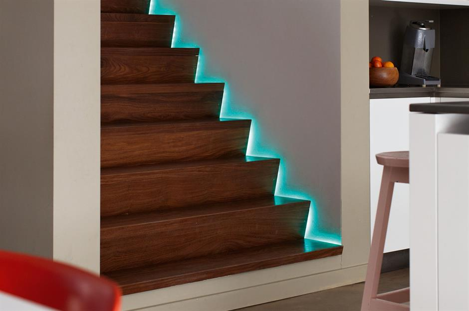 2-iluminat-trepte-scara-interioara-banda-LED
