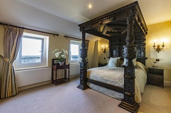 interior camera hotel Camelot Castle Anglia