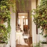 2-intrarea-in-casa-decorata-cu-lumanari-albe