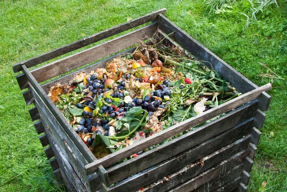 2-lada-lemn-compost-deseuri-bucatarie