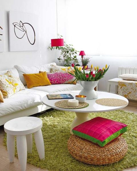 2-living apartament mic amenajat in alb si culori aprinse