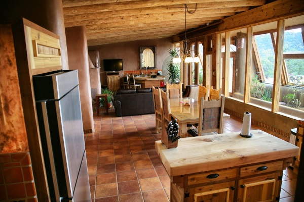 living casa pamant materiale reciclate