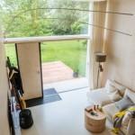2-living mic cu iesire directa in terasa casa din beton Koda