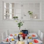 2 loc de luat masa vedere spre living apartament scandinav