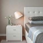 2-mobila alba in amenajarea unui dormitor mic zugravit in bej