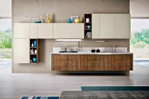 2-mobila-bucatarie-design-modern-dulapuri-ivoire-cu-furnir-lemn