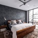 2-mobilier din lemn masiv si covor imitatie blana decor de iarna dormitor