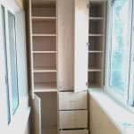 2-model de dulap cu usi si sertare proiectat intr-o laterala a balconului
