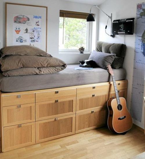 model pat inaltat cu dulapuri dedesubt