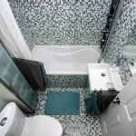2-mozaic alb gri si turcoaz amenajare baie mica