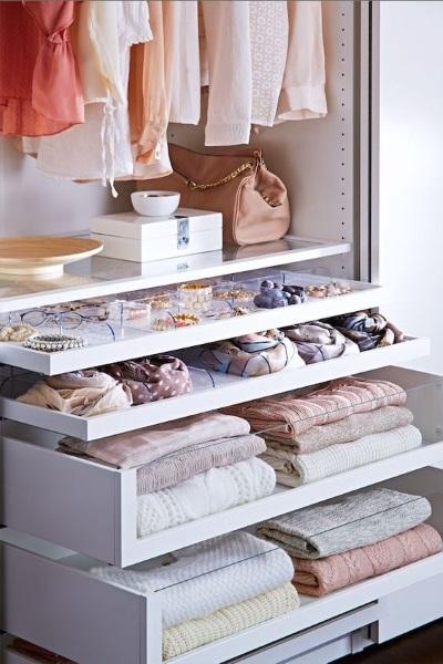 2-organizarea eficienta a spatiului intr-un dulap cu haine